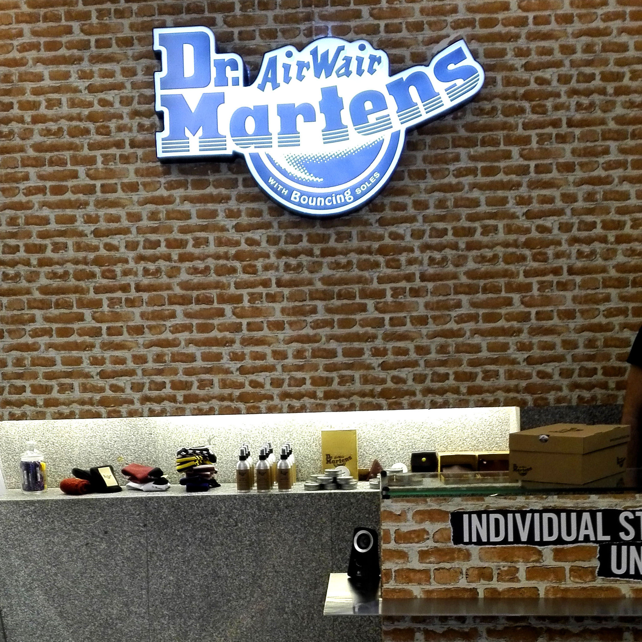 DR MARTENS pop up store en Chueca, Madrid (2016)