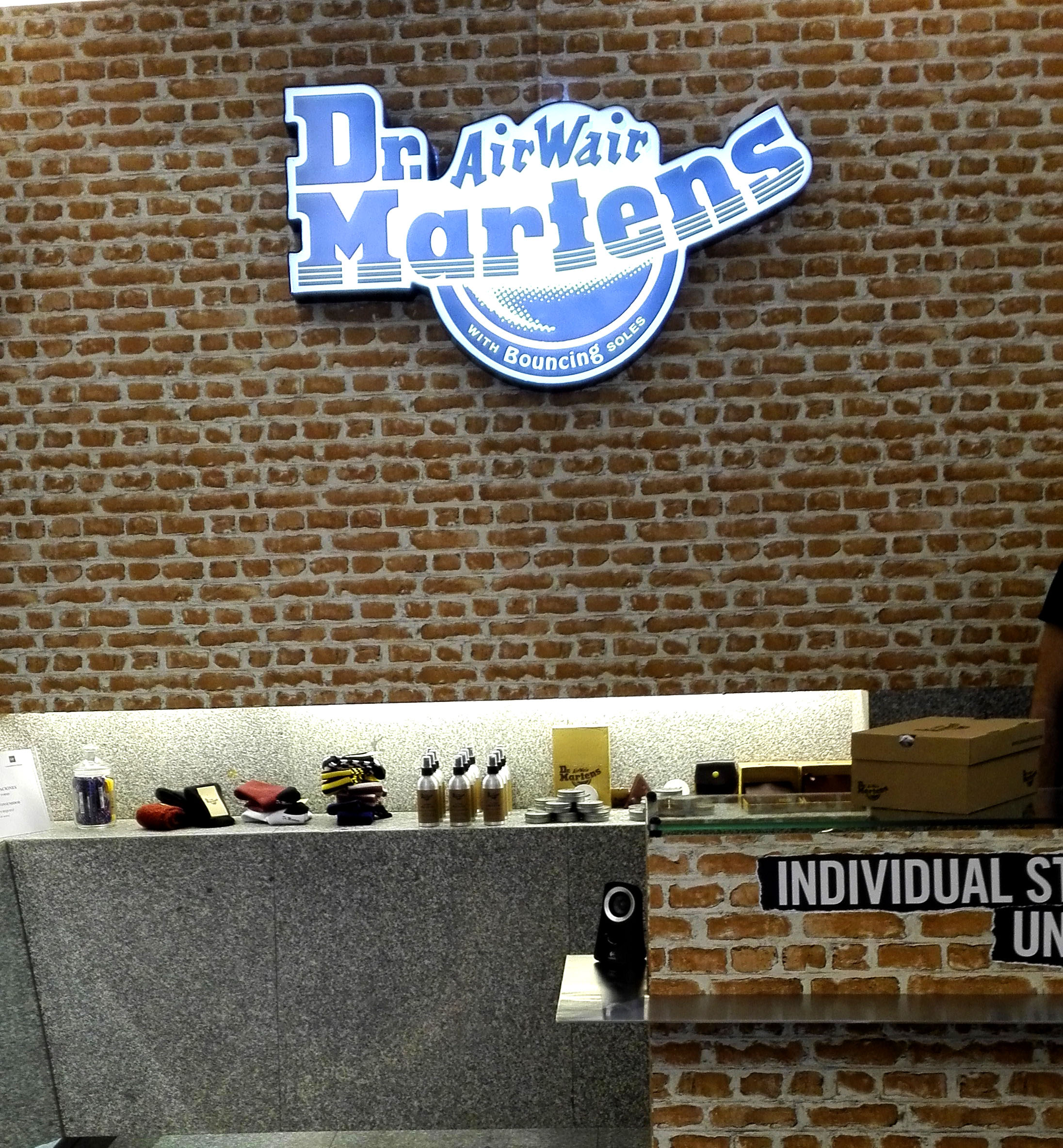 dr martens pop up store madrid popupspain (2)