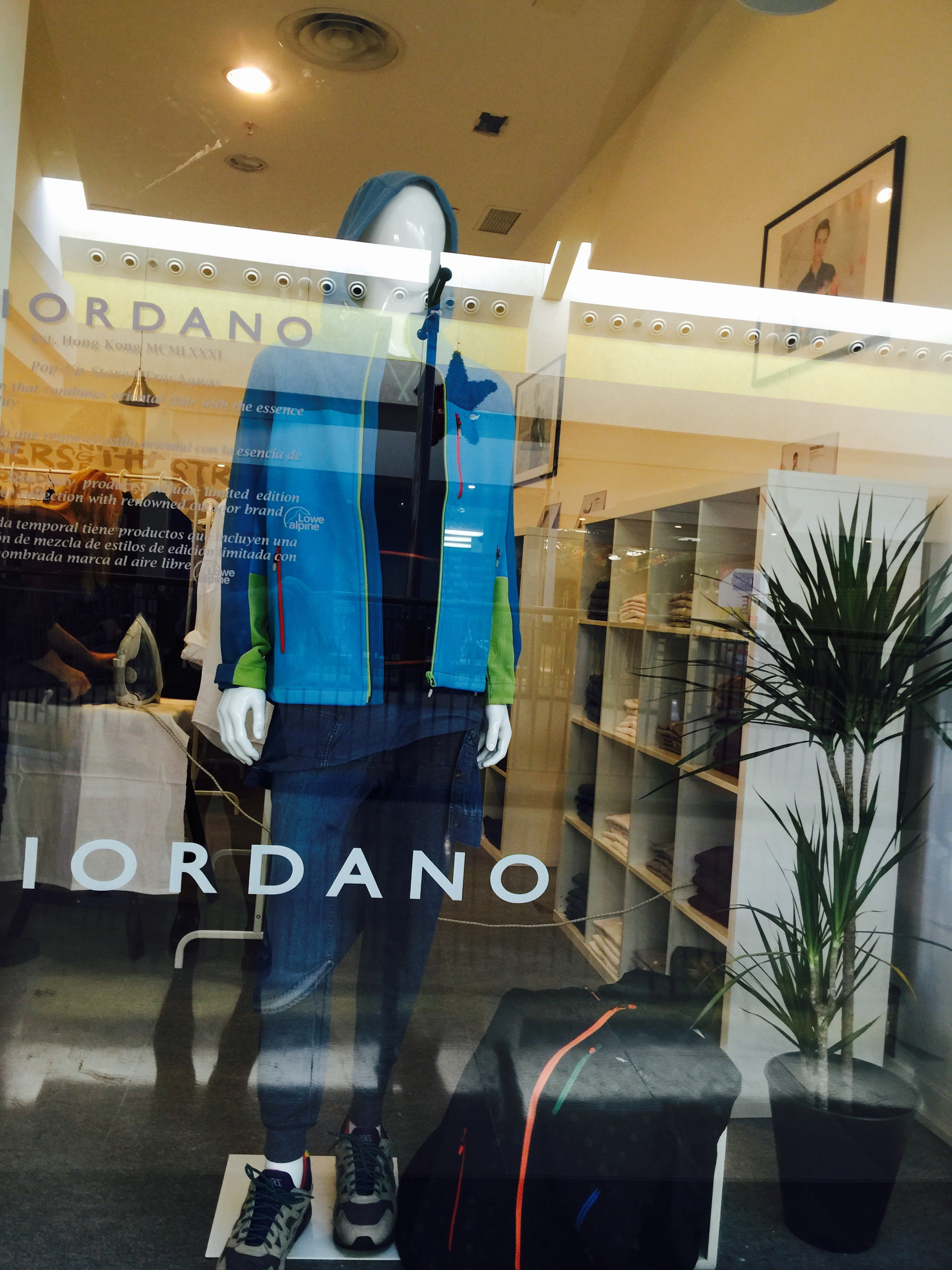 giordano_pop_up_store_spain_popupspain (6)